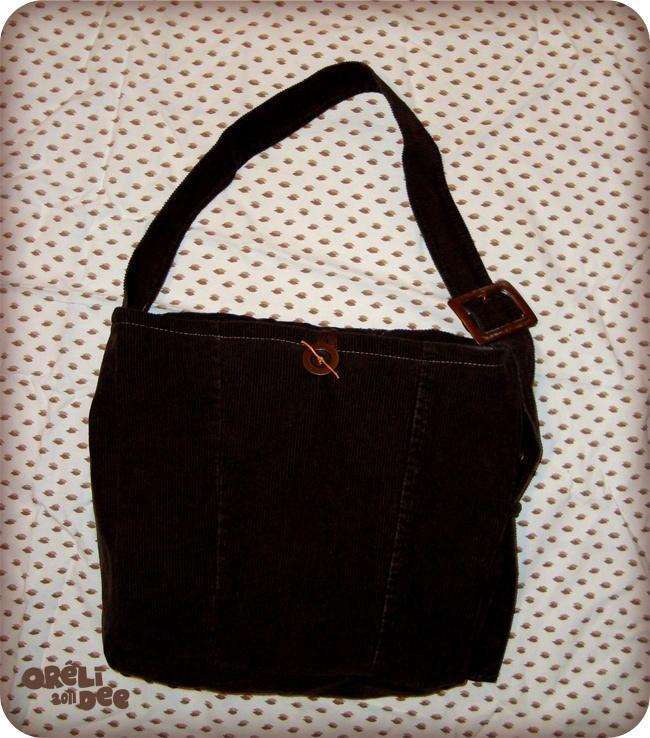 veste velours marron recyclée en sac à main vue de dos