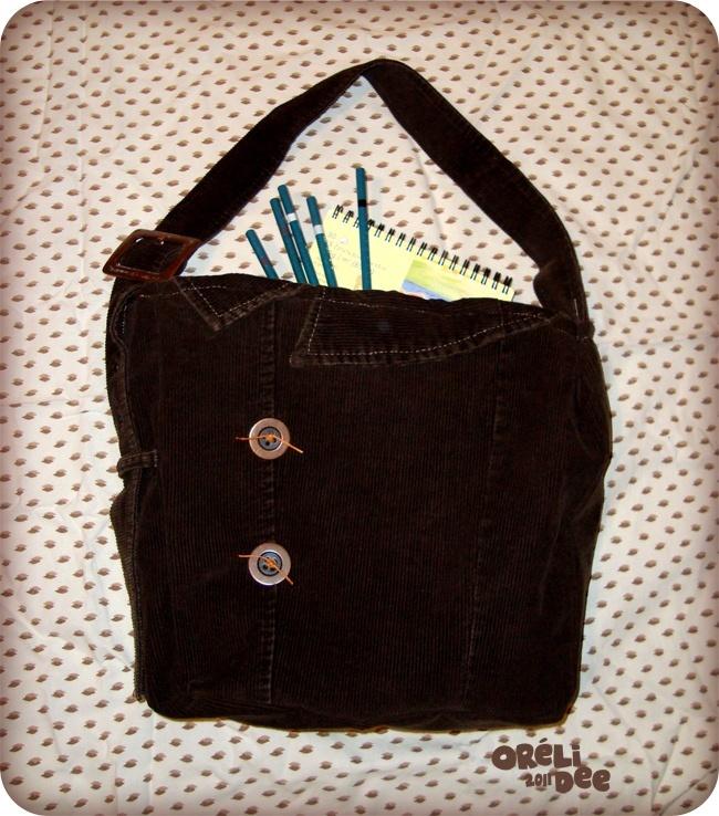 veste velours marron recyclée en sac à main vue de face