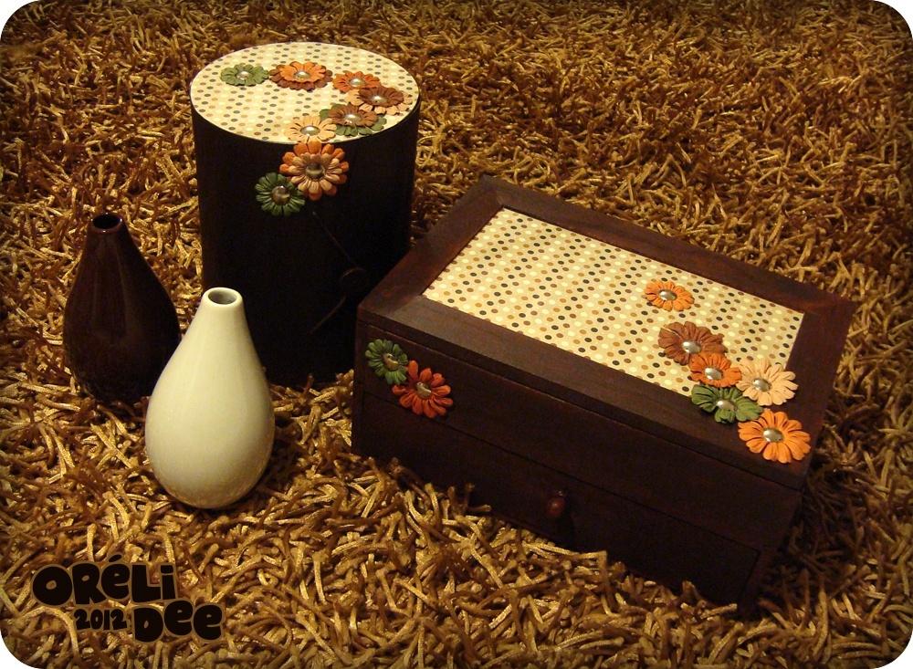 boite à bijoux fermée / petits pois et fleurs en papier