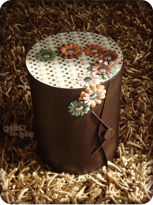 Boite à bijoux en bois, à pois et fleurs en papier