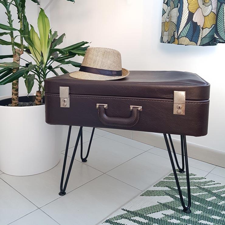 valise vintage transformée en pouf tabouret