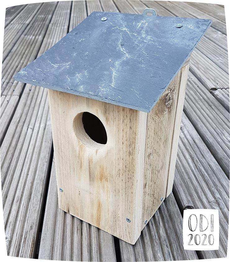 Nichoir / Cabane à oiseaux en matériaux de récupération